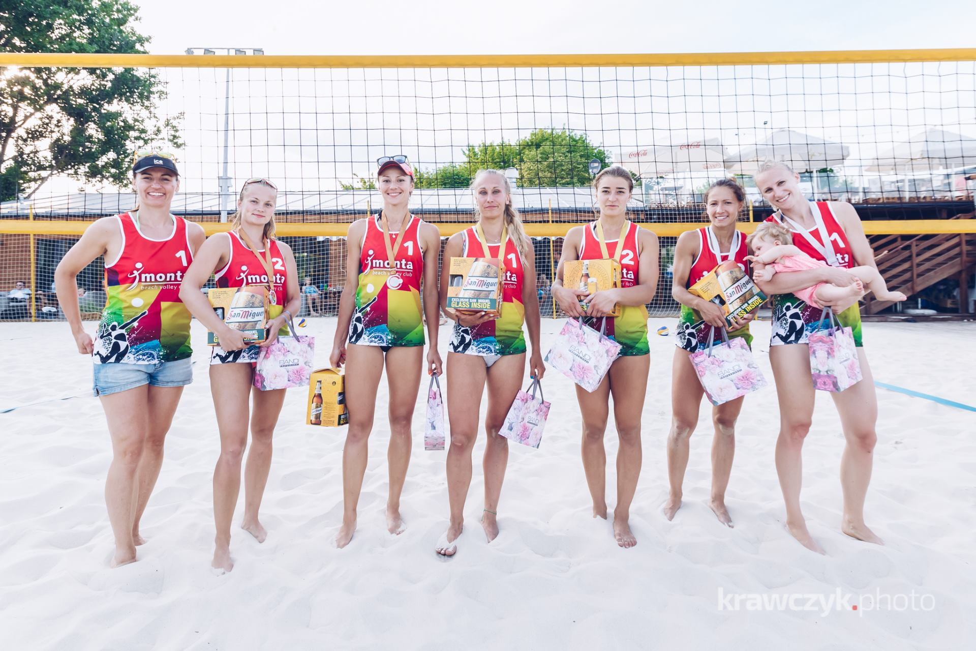 Kinga Pakula Dominika Balcerowicz na podium II turnieju Ice Watch Beach Volleyball Cup